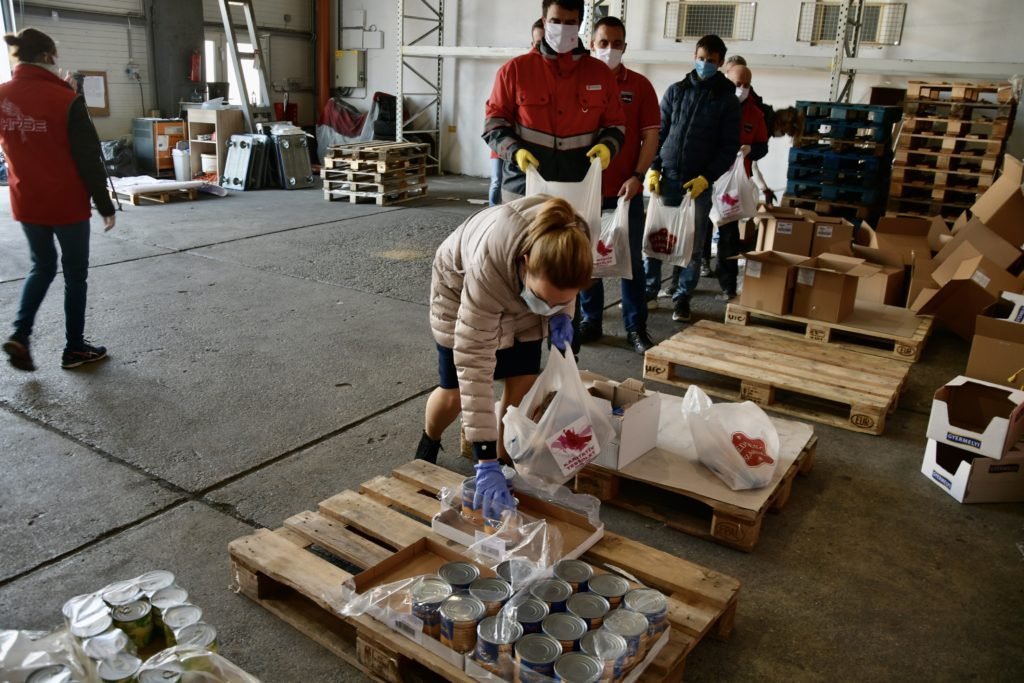 Food donation Debrecen 1 1 1024x683 - More and More Are Joining the Municipal Aid Fund