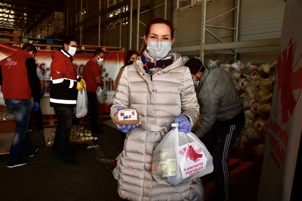 Food donation Debrecen 1 5 1024x683 - More and More Are Joining the Municipal Aid Fund