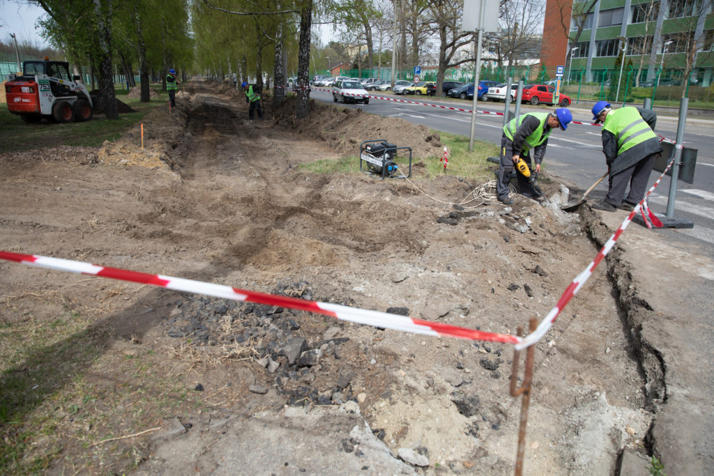 cycling path development Debrecen Hungary 2 1024x683 - Construction of the Bike Path on Pallagi Road Has Begun