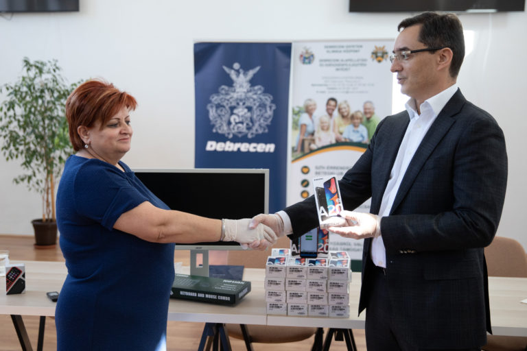 Debrecen Helps Nurses with Mobile Phones and Computers